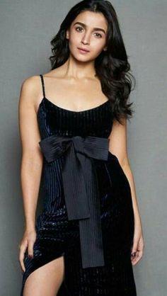 Alia bhatt for 20 yrs KKHH celebration bash Bollywood Celebrities, Bollywood Fashion, Bollywood Actress, Frock For Teens, Aalia Bhatt, Alia Bhatt Cute, Vogue Beauty, Indian Actresses, Hot Actresses