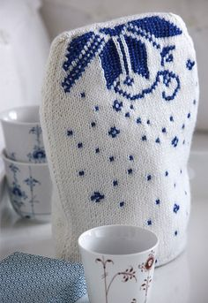 Vi har lavet en kaffevarmer, der matcher det flotte musselmalede porcelæn.