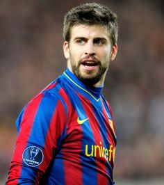 Celé jméno:Gerard Piqué Bernabeu Používané jméno:Gerard Piqué Národnost: Španělsko Datum narození:02.02.1987 Výška:191 cmVáha:81 kg Pozice:obránceČíslo dresu:3 Klub:FC Barcelona (ESP)