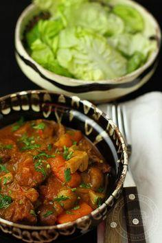 tocanita de vita cu ciuperci 1 My Favorite Food, Favorite Recipes, Romanian Food, Chana Masala, Chili, Dinner Recipes, Soup, Cooking Recipes, Healthy