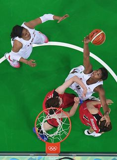 Angel Mccoughtry of United States shoots during the Women's Quarterfinal match…