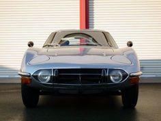 原稿執筆時点でカーセンサーnetへの掲載が1台だけという希少車をご紹介します。今回、2014年6月24日に発見したのは「トヨタ 2000GT」です。映画「007シリーズ」においてジェームズ・ボンドが乗った唯一の日本車です。なお、市販されなかったオープンボディが映画用に製作されたのは、「当時のジェームズ・ボンド役である、ショーン・コネリーの身長が高くクーペに乗れなかったためだ」という説が有力です(笑)。