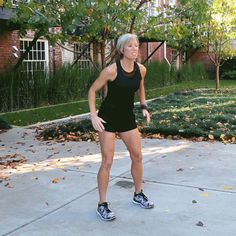 These Moves From Carrie Underwood's Trainer Will Whip You Into Shape Carrie Underwood positively glows?and though she may have been born that way, it turns out she ha. Carrie Underwood Legs, Carrie Underwood Workout, Tabata Workouts, At Home Workouts, Body Workouts, Killer Leg Workouts, Thigh Workouts, Exercise Moves, Leg Exercises