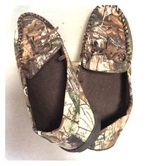 Men's real tree camouflage slippers size L Men's real tree catalogue slippers size L (11-12) new with tags off never worn got as a gift and did not fit Shoes Slippers