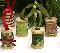 Great idea for vintage wooden spools. Even better if they still have thread on them.