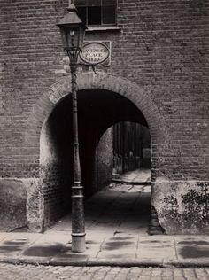 Lavender Place, off Pennington Street, Wapping, photo by William Whiffin Victorian London, Victorian Street, Vintage London, London Pictures, London Photos, Old Pictures, Old Photos, Old London, East London