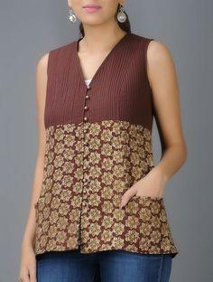 Maroon-Beige Bagru Block-printed V-neck Quilted Cotton Jacket Short Kurti Designs, Printed Kurti Designs, Kurta Designs, Blouse Designs, Jeans Top Design, Kurti Patterns, Dress Patterns, Short Tops, Long Tops