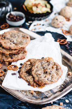 »Alles drin« Chocolate Chip Cookies mit Kartoffelchips, Brezelstückchen und noch viel mehr Chocolate Chip Cookies, Chocolate Desserts, Toffee, Cupcakes, Compost, Food And Drink, Cooking, Brownies, Angels