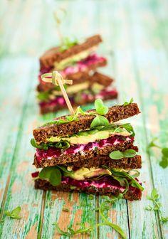 Dieses #Sandwich sieht nicht nur toll aus, es schmeckt auch noch wunderbar frisch und cremig. Dass es gesund ist, macht die Sache gleich noch viel besser. #avocado #rezept