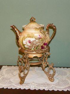 Vintage Brass Repousse Teapot Stand Scroll by FavrileFinds Tea Pot Set, Pot Sets, Teapots Unique, Vintage Teapots, Tea Caddy, Tea Art, Chocolate Pots, Antique China, My Tea