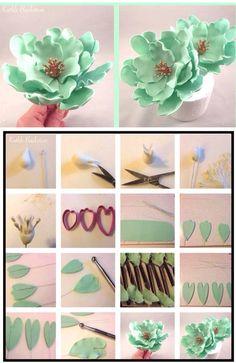 56 super ideas for cupcakes fondant flores gum paste Sugar Paste Flowers, Icing Flowers, Fondant Flowers, Paper Flowers, Fondant Cupcakes, Fondant Icing, Chocolate Fondant, Modeling Chocolate, Buttercream Frosting