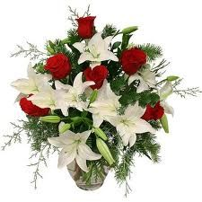 Surprise your loved one and make the moment special by gifting a beautiful floral decoration through http://www.indiagiftservices.com/roses.htm. Surprise the one who makes you smile, or express yourself perfectly with the stunning arrangement or bouquet of flowers.