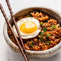 This recipe for Kimchi Fried Rice is quick and easy to make, and is addicting! Top it off with an egg for some extra protein! Easy Healthy Recipes, Asian Recipes, Mexican Food Recipes, Vegetarian Recipes, Cooking Recipes, Easy Korean Recipes, Rice Cake Recipes, Cooking Tips, Healthy Food