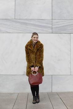 faux fur jas, faux fur coat, mango, zara, bordeux jurk, fluwelen blazer, bloemenprint, western enkellaarzen, gouden creolen, fashion blogger, fashion is a party, arnhem, marmer, stuff you didn't know about me, mango jas, velvet blazer http://www.fashionisaparty.com/2017/01/faux-fur-jas-3.html/