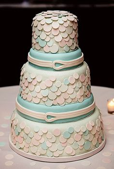Brides: Outstanding Wedding Cake Designs : trefzgers bakery Peoria Illinois, 3.00 a slice, serves 200... Wow is that correct???