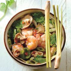 Pittige Thaïse soep: maar 2 ProPoints waarden! #WeightWatchers #WWrecept Sushi Recipes, Asian Recipes, Cooking Recipes, Healthy Recipes, Plats Weight Watchers, Weight Watchers Meals, Weith Watchers, I Love Food, Good Food