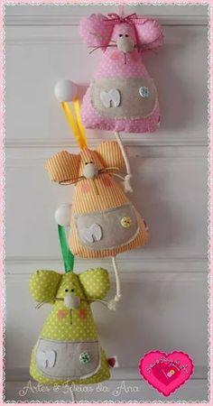 Ratones. Cute Crafts, Crafts To Do, Felt Crafts, Felt Animal Patterns, Stuffed Animal Patterns, Fabric Dolls, Fabric Art, Tooth Mouse, Diy Cat Toys