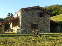 Échale un vistazo a este increíble alojamiento de Airbnb: Casa rural con increibles vistas - Casas en alquiler en Bustantegua