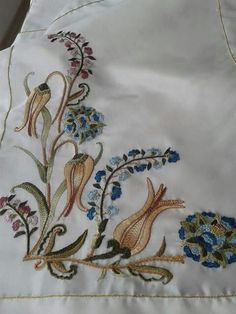 This Pin was discovered by Nur Jacobean Embroidery, Hand Work Embroidery, Embroidery Suits, Machine Embroidery, Embroidery Designs, Brother Innovis, Quilling Jewelry, Baby Pillows, Motif Design