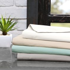 The INK+IVY 300 thread count cotton sheet set comes in a soft color palette that pairs well with any bedding. Made from cotton percale, this sheet set is soft to the touch and will last wash after wash.