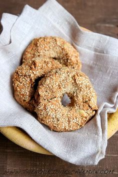 The Ultimate Keto Bagel By The Nourished Caveman 4 Diabetic Breakfast Recipes, Quick Keto Breakfast, Keto Recipes, Vegetarian Recipes, Breakfast Gravy, Breakfast Ideas, Breakfast Cereal, Chorizo Recipes, Breakfast Muffins