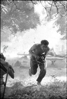 Irish UN soldier flees an exploding ammunition dump during the Congo Crisis, 1960 Congo Crisis, Irish Warrior, Defence Force, War Photography, Peaceful Life, Republic Of Ireland, Special Forces, Military History, Photojournalism