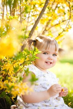 Charlie-Rose is a bubbly child, endearing and full of life . This session in the forsythia, all sunny, represents it so well. Little Girl Pictures, Toddler Pictures, Baby Boy Pictures, Easter Pictures, Fall Pictures, Toddler Girl Photography, Children Photography, Outdoor Toddler Photography, Toddler Photoshoot Girl