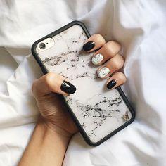 When your nails match your phone case #nailgameonfleek #marblenails @laquenailbar @wildflowercases