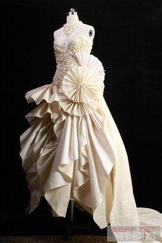 Tomboy Fashion, Fashion Art, Fashion Design, Hong Kong Fashion, Muslin Dress, Dress Outfits, Fashion Dresses, Pattern Cutting, Fabric Textures