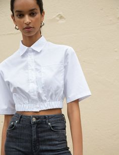 Our Richie Crop White Shirt is a cute and easy-to-wear topin white poplin shirt with elastic hem & boxy sleeves. Discover trendy tops at Pixie Market today. Cropped White Shirt, Crop Shirt, Crop Blouse, Ruffle Blouse, Chemise Fashion, Vetements Clothing, Jeans Boyfriend, Trendy Tops, Fashion Outfits