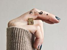 finger-yin-yang-tattoo