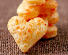 Crackers apéritifs au cantal 2.5 (50%) 2 votes Pour environ 25 crackers: 80g de cantal 60g de beurre 60g de farine 1 pincée de poivre Les étapes : 1. Mixez tous les ingrédients ensembles pour obtenir une pâte assez ferme. 2. Roulez la pâte en forme de boudin d'environ 4 cm de diamètre, mettez-la dans...