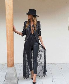Take a look at the best casual outfits for photoshoots in the photos below and get ideas for your outfits! Cute Preppy Back to School Outfits Ideas for Teens for College 2018 Casual Fashion -ideas para el regreso a… Continue Reading → Fashion Mode, Look Fashion, Autumn Fashion, Womens Fashion, Fashion Trends, Trendy Fashion, Classy Edgy Fashion, Fashion News, Biker Fashion