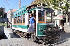 Passeio de elétrico no Porto © Viaje Comigo Bonde, Street View, Culture, History, City, The Streets, Museum, Sidewalk, Cars