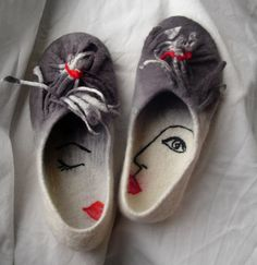 veidas6 | Flickr - Photo Sharing! awesome chic way to dessign your needle felted dlipperettes for that french chic deco look