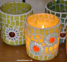 Mosaic Art Projects, Mosaic Crafts, Stained Glass Projects, Stained Glass Art, Mosaic Bottles, Mosaic Vase, Mosaic Flower Pots, Christmas Mosaics, Mosaic Rocks