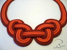 collar con nudo celta en dos colores