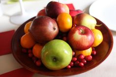 A simple Thanksgiving centerpiece with fall fruit