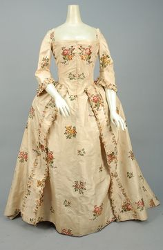 ID 100-531 SILK BROCADE ROBE a L'ANGLAISE, CANADIAN, 1750 - 1775. - whitakerauction