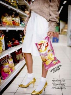 Discover recipes, home ideas, style inspiration and other ideas to try. Fashion Shoot, Pop Fashion, Fashion Art, Editorial Fashion, Film Photography, Fashion Photography, Supermarket Sweep, Poses, Fashion Images