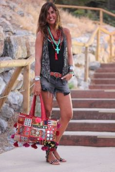 Take a look at the pics taken during the night of the concert at Starlite Festival in Marbella! Boho Gypsy, Bohemian Style, Boho Chic, Short Outfits, Boho Outfits, Summer Outfits, Colar Boho, Rocker Chic, Hippie Chic