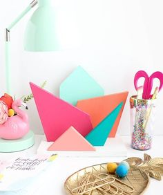 The colors and geometric angles of this DIY colorful geometric desk organizer are the perfect gift for boss ladies or just a great home decor DIY for the office. This easy tutorial will have you doing simple woodworking in no time! Diy Craft Projects, Easy Woodworking Projects, Craft Kits, Decor Crafts, Diy Home Decor, Diy And Crafts, Paper Crafts, Craft Ideas, Colorful Desk