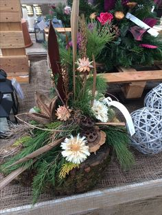 Arrangement on wood Source by angeluttiB Church Flower Arrangements, Wood Source, Wood Flowers, Centerpieces, Table Decorations, Funeral Flowers, Ikebana, Advent, Vases