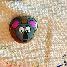 Koala malte Felsen - Every Non Rock Painting Patterns, Rock Painting Ideas Easy, Rock Painting Designs, Painting For Kids, Pebble Painting, Pebble Art, Stone Painting, Painted Rock Animals, Painted Rocks Craft