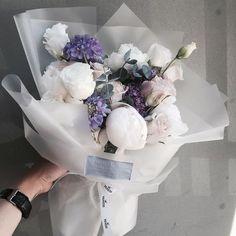 How To Wrap Flowers, Bunch Of Flowers, My Flower, Beautiful Flowers, Beautiful Flower Arrangements, Floral Arrangements, Bouquet Wrap, Flower Packaging, Luxury Flowers