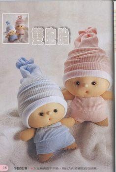 DIY , instrucciones o guía para crear varios muñecos con calcetines o medias.