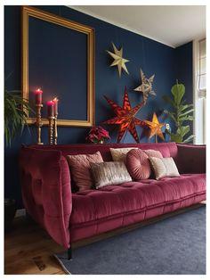 Burgundy Living Room, Burgundy Couch, Burgundy Room, Burgundy Walls, Casa Retro, Dark Blue Walls, Dark Blue Couch, Estilo Interior, Deco Retro
