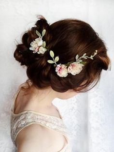 So elegant and pretty flower wreath headpiece.garden party wedding bridal hair