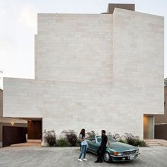 Box+House+in+Kuwait+contains+a+trio++of+apartments+with+private+courtyards