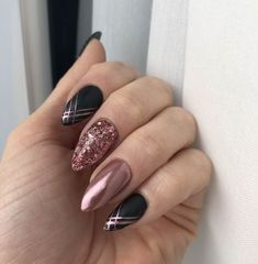False nails have the advantage of offering a manicure worthy of the most advanced backstage and to hold longer than a simple nail polish. The problem is how to remove them without damaging your nails. Winter Nail Designs, Cool Nail Designs, Acrylic Nail Designs, Acrylic Gel, Prom Nails, Fun Nails, Pretty Nails, Wedding Nails, Nails 2018